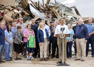 """""""La comunidad de Moore (Oklahoma) debe saber que su país continuará aquí con ellos, junto a ellos, siempre y cuando sea necesario"""", dijo Obama."""