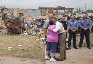 El presidente de EU demostró su apoyo a los afectados por el tornado en Oklahoma.
