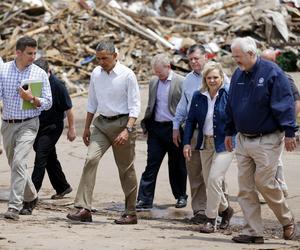 El presidente de Estados Unidos, Barack Obama, visitó la localidad de Moore (Oklahoma), arrasada el pasado lunes por un tornado de unos 4 kilómetros de diámetro que se cobró la vida de 24 personas.
