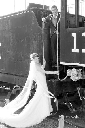 ING. Mónica  Arlen Almaraz Durán e Ing. Jesús Esparza Hernández, el día de su matrimonio.- Estudio OM Olliver Maldonado