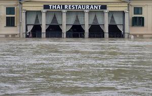 Alrededor de tres mil personas fueron evacuadas anoche de las zonas más amenazadas por los desbordamientos de ríos.