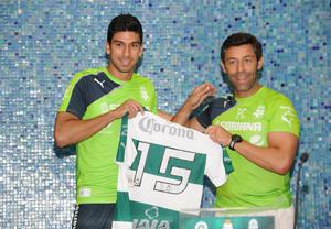 El delantero Eduardo Herrera portará el número 15.