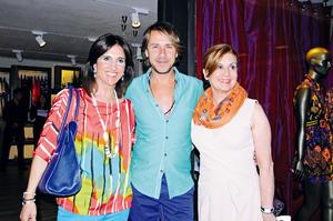 CON CARLOS GASCóN.  Nadia y Nuri.