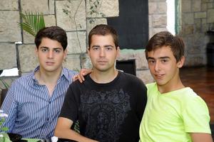 JORGE , Bernardo y Roberto García Colores.