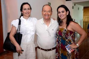 MóNICA,  José María y Marcela.