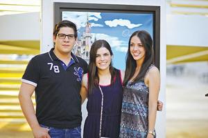 JOSÉ,  María y Anahí.