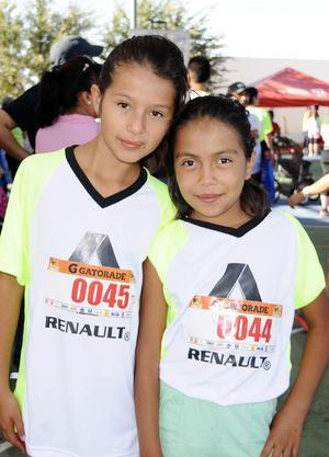 ABRIL REYES  y Fernanda Romo.