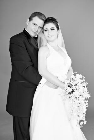 Sr. Alejandro Octavio Katsicas Rivett y Srita. Edith Poupard Herná¡ndez el día que unieron sus vidas en matrimonio.- Ana Karina Fotografía