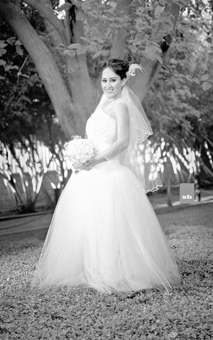 L.C.C. NESVI  Iraís Padilla Herrera lució muy hermosa el día de su boda con el Ing. Alfredo Jiménez Meraz.- SB Fotografía