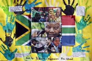 Cumpliéndose el día 14 de su ingreso al centro médico, las muestras de afecto y apoyo hacia Mandela no pasaron desapercibidas.