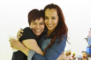 LUCY  y Victoria Barbosa.