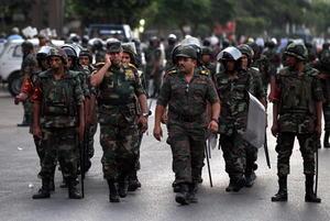 Ante la respuesta no favorable del presidente egipcio, los militares tomaron la sede de la televisión estatal, se dijo que mantuvieron en arresto domiciliario al mandatario y finalmente procedieron a dar el golpe de estado.