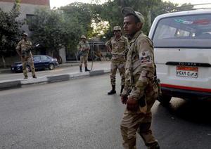 Las Fuerzas Armadas, ante las manifestaciones generadas, decidieron entonces lanzar un ultimátum de 48 horas a Mursi para que atendiera las demandas del pueblo; plazo que se venció este miércoles 3 de julio.