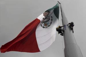 La entrada del maíz transgénico pondría en riesgo la soberanía alimentaria de México, advirtió Aleida Lara coordinadora de la campaña de Agricultura Sustentable de Greenpeace México, al exigirle al gobierno federal una definición clara al respecto.