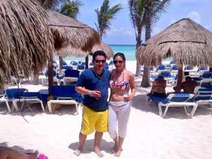 José Luis Pérez y Dulce Saldaña en Playa del Carmen.