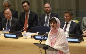 """""""El 9 de octubre de 2012 los talibanes me dispararon. Pensaron que con sus balas me callarían para siempre, pero fracasaron"""", afirmó la joven ante la Asamblea General de la ONU en su primer discurso en público desde que sobrevivió milagrosamente a un ataque en su país por defender la educación femenina."""