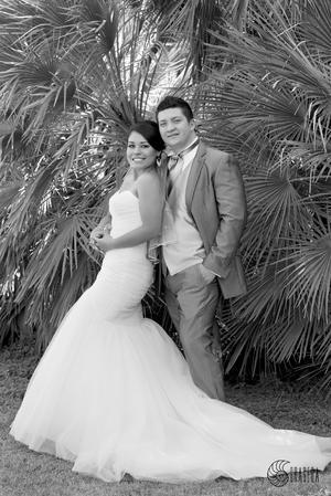 MIRIAM  Edith Ríos Lira y su esposo Alfredo Chávez Cervantes, muy felices el día de su boda.- José Grageda Fotografía
