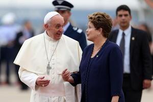 Rousseff se mostró sonriente con el pontífice e intercambiaron algunas palabras.