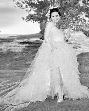 SRITA. Dora  Elia Guzmán Guerra muy feliz el día que contrajo matrimonio con el Lic. José Darío de la Garza Flores.- Sepúlveda Fotografía