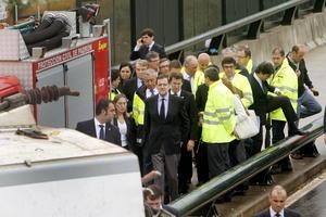 El presidente Mariano Rajoy visitó el lugar del accidente y a los heridos y familiares de las víctimas, agradeció el comportamiento ciudadano ante las consecuencias del mismo.
