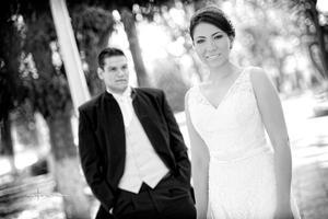 Lic. Y M.A. Rodrigo  Francisco Alvarado Orozco e Ing. Vania Abygaíl Rangel Yañez el día de su boda.- Maqueda Fotografía