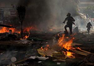 """El primer ministro, Hazem el-Beblawi, defendió el uso de la fuerza, diciendo que las autoridades """"no tuvieron más opción que actuar para poner fin a la expansión de la anarquía""""."""