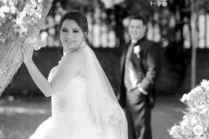 Captados en una fotografía de estudio el día de su boda: Adriana Elisa Goitia Sánchez y Francisco Javier Meraz Rodríguez.