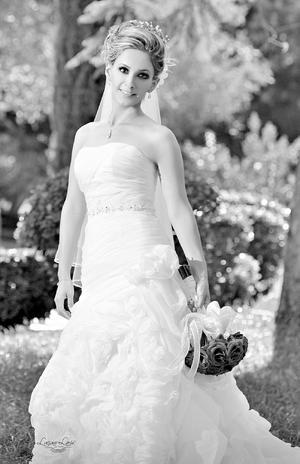 LIC. ANA  Gabriela Contreras Caldera el día de su boda con Joel Eduardo Hernández Villalobos.- Estudio Luciano Laris