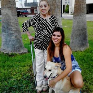 Ruth Serna y su abuelita Gloria Gómez