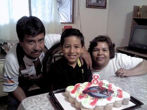 Luis Gael y sus abuelitos José Luis Vázquez y Guillermina Martínez.