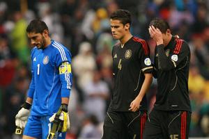 México quedó en la cuerda floja en la eliminatoria del Mundial de Brasil.