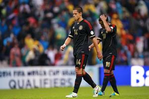 """En tan sólo dos minutos Honduras consumó el segundo """"aztecazo"""" en la historia de las clasificaciones mundialistas, al derrotar por 2-1 a México, que está al borde de la eliminación al próximo Mundial."""