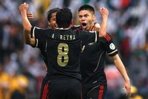 La Selección Mexicana aventajó en el primer tiempo con el gol de Oribe Peralta.