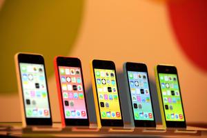 """""""El iPhone 5C es bonito y, sin pedir disculpas, es de plástico"""", dijo el vicepresidente de comercialización de Apple, Phil Schiller."""