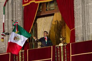El presidente Enrique Peña Nieto encabezó desde el balcón central de Palacio Nacional, la ceremonia por el 203 Aniversario de la Independencia de México.
