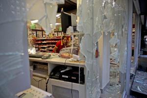 Establecimientos quedaron dañados tras los disturbios ocasionados por los 'anarquistas'.