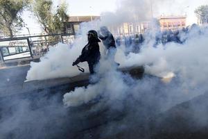 Luego del enfrentamiento que se suscitó en la esquina de Paseo de la Reforma y Avenida Juárez, varios contingentes se dispersaron, quedaron en el lugar palos, botellas y piedras que utilizaron los anarquistas para agredir a los uniformados.