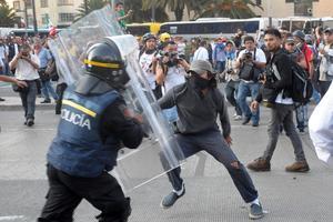 Los disturbios dejaron 102 personas detenidas.