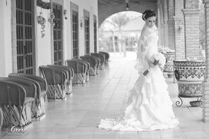 Liliana  Romero Narváez en una fotografía de estudio el día de su boda con Luis Enrique Oviedo Chávez. - Estudio Crea