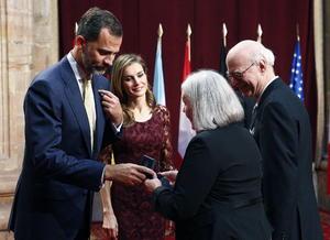 La socióloga holandesa Saskia Sassen fue galardonada por el Premio Príncipe de Asturias en Ciencias Sociales 2013 por su contribución a la sociología urbana y al análisis de las dimensiones social, económica y política de la globalización.