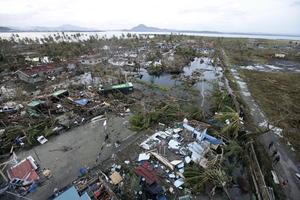 Hay otras localidades en Samar con las que no se ha establecido comunicación, dijo, y exhortó a que se envíe agua y alimentos a la zona afectada.