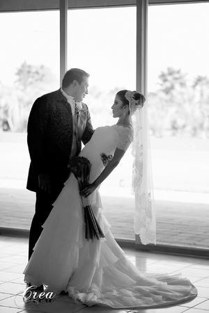 Lic. Enrique Arias Carrillo y Srita. Karla María Rodríguez Rodríguez, lucieron muy enamorados el día de su boda. - CREA Fotografía.