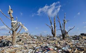 Algunas localidades de la zona han quedado arrasadas por la potencia del viento, como es el caso de la ciudad de Washington, en el estado de Illinois, donde murió una persona.