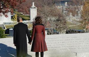 El presidente ya rindió homenaje el pasado miércoles a Kennedy con una visita a su tumba en compañía de la primera dama, Michelle, y del matrimonio formado por Bill y Hillary Clinton.