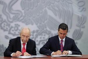 El acto, celebrado en la residencia presidencial de Los Pinos, culminó con la firma de una declaración conjunta y una invitación de Peres a Peña Nieto para que visite Israel en 2014.