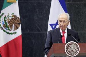 """Por su parte, Peres se refirió a Peña Nieto como a un """"amigo"""" y una """"voz fresca"""" para todos los países del mundo y alabó su agenda de transformación y reformas."""