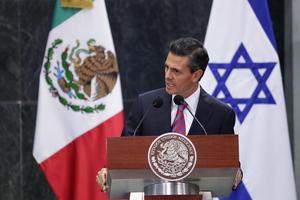 """En su discurso, Peña Nieto elogió a Peres por ser """"un hombre de paz"""" y dijo que su visita reafirmaba """"los lazos de afecto, de amistad y de hermandad que hay entre Israel y México""""."""