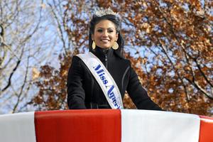 Miss Estados Unidos, Nina Davuluri participó en el desfile.