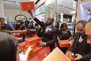 Finalmente las tiendas abrieron y los consumidores se vieron entusiastas en su búsqueda por encontrar las mejores ofertas.