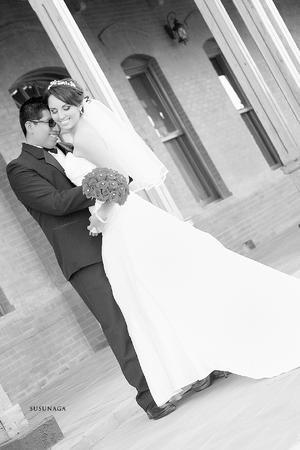 Ing. Uriel Francisco Ramírez Zúñiga y Lic. Alma Isela García Belmontes muy felices el día de su boda.
